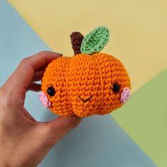 Kawaii Pumpkin Patterns Crochet Pumpkin, Crochet Fall, Knit Or Crochet, Crochet Toys, Free Crochet, Crotchet, Crochet Crafts, Halloween Tisch, Halloween Table