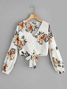 Blouse Styles, Blouse Designs, Girls Fashion Clothes, Girl Fashion, Hijab Fashion, Fashion Dresses, Trendy Outfits, Cute Outfits, Summer Blouses