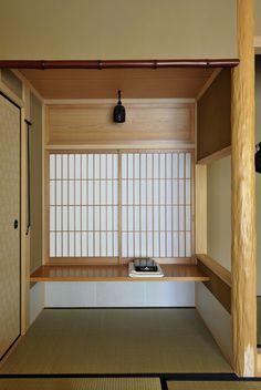 床脇には棚と喚鐘。壁や柱などの材料も厳選