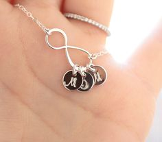 Personalized Infinity Necklace Initial Necklace por BijouxbyMeg