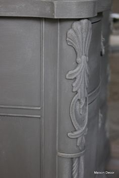 French Linen with a decorative finish  of dry brushing over the French Linen using a 50/50 mix with FL and  Old White Chalk Paint