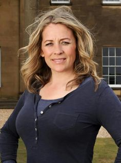 Sarah Beeny loverly pair under that top love to play with them. Tv Presenters, Blonde Color, Gorgeous Women, Beautiful Females, Celebs, Celebrities, Going Out, Lady, Hot