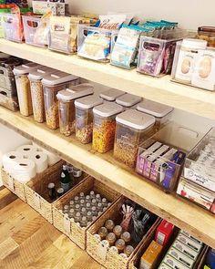 Kitchen Organization Pantry, Home Organisation, Diy Kitchen Storage, Organization Hacks, Organizing Ideas, Organized Pantry, Kitchen Organizers, Organising, Cabinet Storage