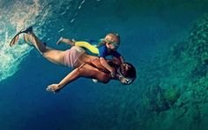 Free Diving Together! Most parents these days won't do this. My Dad & Mom did so did I with Nickole. Underwater Photos, Underwater World, Underwater Photography, Underwater Swimming, Ocean Photos, Scuba Diving Gear, Deep Blue Sea, Under The Sea, Awesome Mom