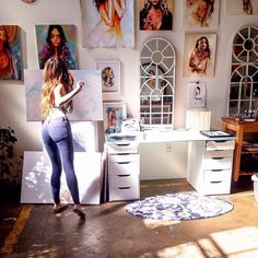 charmaine olivia I like the makeshift desk. Studios D'art, Artist Workspace, Diy Desk, Artist At Work, Room Inspiration, Room Decor, Artsy, Decoration, Photography