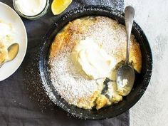 Easy Lemon Self-Saucing Pudding cup self-raising flour cup caster sugar 1 tsp lemon rind grated 2 tbs butter melted tsp vanilla extract cup milk Sauce cup caster sugar 1 tsp lemon rind grated 1 cup boiling water cup lemon juice Cream Cheese Desserts, Lemon Desserts, Lemon Recipes, Easy Desserts, Dessert Recipes, Cake Recipes, Easy Pudding Recipes, Best Pudding Recipe, Self Saucing Pudding