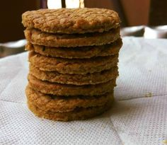 Oat digestive biscuits are a healthy dietary addition. If you are looking to try digestive biscuits for weight loss, this recipe is a keeper and won& disappoint. The whole wheat flour cookies are healthy, nutty, grainy, and oh so tasty! Oatmeal Yogurt, Oatmeal Bites, Healthy Oatmeal Cookies, Oatmeal Recipes, Oatmeal Muffins, Baked Oatmeal, Digestive Cookie Recipe, Digestive Cookies, Digestive Biscuits