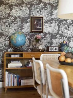 Martin and Thérèse Cederblad's home great use of wallpaper and modern furniture Home Furniture, Modern Furniture, Furniture Design, Bauhaus Chair, Interior Styling, Interior Design, Funky Home Decor, Of Wallpaper, Modern Wallpaper