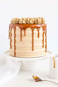 8 Perfect Cake Recipes For Your Upcoming Birthday Party Caramel Drip Cake, Salted Caramel Cake, Perfect Cake Recipe, Homemade Caramel Sauce, Smooth Cake, Ice Cake, Easy Cake Decorating, Decorating Ideas, Drip Cakes