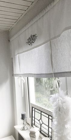Roman shade curtain shabby striped gray O. Beige / W strips curtain stripes vintage country house RAFFROLLO curtain shabby STRIPED gray or beige / white stripes Vintage Country, Curtains, Striped Curtains, Roman Shade Curtain, Retail Space Design, Curtain Designs, Home Decor, Country Style Curtains, Strip Curtains