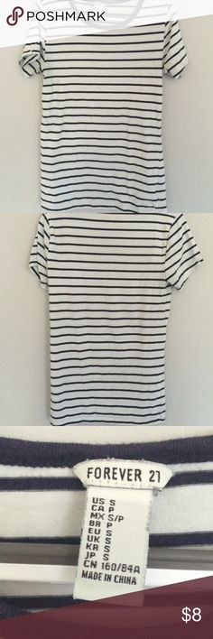 Basic Stripped Tee Cute casual top. Looks gorgeous with a necklace and jeans, leggings, skirts, ect. Use to layer. A striped tee is a staple in any closet. Worn a few times but in good condition. Forever 21 Tops Tees - Short Sleeve