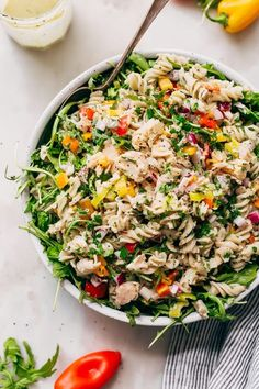 A quick summer tuna pasta salad recipe.Tons of tender greens, tuna, and pepperoncini. Dresed in lemon ranch dressing. The perfect summer lunch recipe! Tuna Salad Pasta, Easy Pasta Salad Recipe, Summer Pasta Salad, Easy Salad Recipes, Quinoa Salad, Fruit Salad, Healthy Summer Dinner Recipes, Easy Summer Dinners, Healthy Dinners