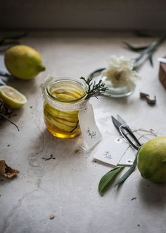 Edible Gifts: How to Make Infused Honey: lemon + vanilla | Hortus Natural Cooking