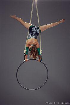 Aerial hoop handstand