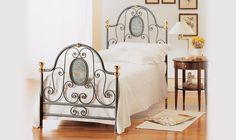 Romantisk säng  http://www.vallaste.se/sv/metalls%C3%A4ngar/432-agrigento-bed.html