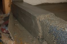 When building a tile shower it is important to start with a floor that slopes to the drain. This article teaches you how to build a cement / mortar shower pan. Diy Shower Pan, Shower Base, Shower Floor, Clawfoot Tub Shower, Master Bath Shower, Master Bathroom, Diy Bathroom Remodel, Basement Bathroom, Bathroom Ideas