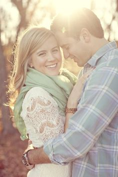 Engagement photo ideas love these colors