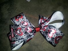 Medium heart bow