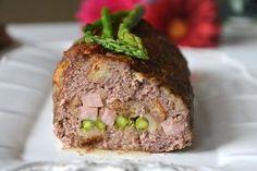 Il polpettone agli asparagi è un secondo piatto saporito ed allo stesso tempo più che completo. Si tratta infatti di un polpettone di carne, fatto quindi con
