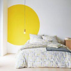Спальня в цветах: Белый, Желтый, Лимонный, Светло-серый. Спальня в стиле: Скандинавский.