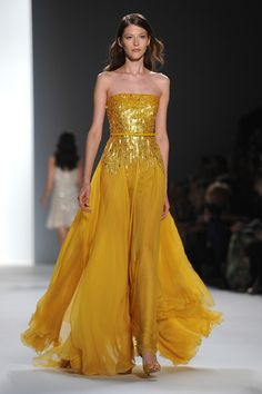 Elie Saab: Runway - Paris Fashion Week Spring / Summer 2012 beautiful dress