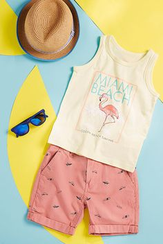 vêtements pour petits garçons Kids Fashion Photography, Clothing Photography, Outfits Niños, Kids Outfits, Fashion Flats, Girl Fashion, Business Pictures, Flatlay Styling, Baby Kids Clothes