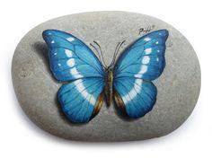 Non perdere il mio video tutorial velocizzato su come dipingere una farfalla azzurra su pietra!