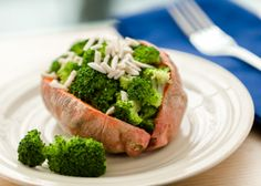 Broccoli-Stuffed Sweet Potatoes - Sweet potatoes are a healthy carbohydrate full of fiber and vitamin A. You could also stuff this sweet potato with spinach and pine nuts. Healthy Carbohydrate Foods, Healthy Carbs, Quick Healthy Meals, Heart Healthy Recipes, Healthy Breakfast Recipes, Vegetarian Recipes, Healthy Eating, Diabetic Side Dishes, Quick Side Dishes