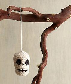 Ravelry: Halloween Skull Ornament pattern by Lion Brand Yarn Crochet Crafts, Crochet Yarn, Yarn Crafts, Crochet Toys, Free Crochet, Crochet Things, Easy Crochet, Halloween Skull, Halloween Crafts