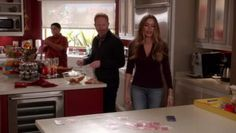 modern-family-season-8-episode-1-the-tale-of-three-cities
