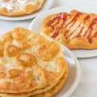 Langoše Slovak Recipes, Czech Recipes, Ethnic Recipes, Food 52, Main Meals, Family Meals, Sweet Tooth, Food And Drink, Cooking Recipes