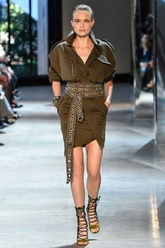 See all the Collection photos from Alexandre Vauthier Autumn/Winter 2016 Couture now on British Vogue Style Couture, Couture Mode, Couture Fashion, Runway Fashion, Alexandre Vauthier, Cozy Fashion, Fashion Week, Fashion Outfits, Fashion Edgy