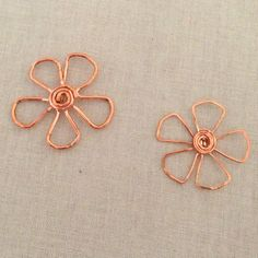 Copper Wire Flower Pendants by Lisa Yang - made using free tutorial for 4 leaf clover also at Lisa Yang Jewelry's site