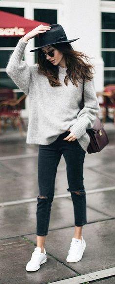 Pull gris pantalon cuir baskets