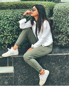 trendy photography poses for teens posts Stylish Photo Pose, Stylish Girls Photos, Stylish Girl Pic, Best Photo Poses, Girl Photo Poses, Girl Photos, Cute Poses For Pictures, Cute Girl Poses, Portrait Photography Poses