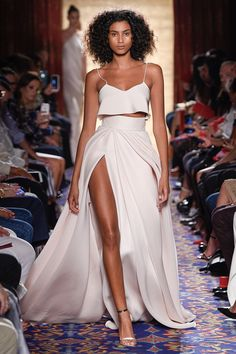 Brandon Maxwell Spring 2017 Ready-to-Wear Fashion Show Collection: See the complete Brandon Maxwell Spring 2017 Ready-to-Wear collection. Look 36 Fashion 2017, New York Fashion, Runway Fashion, Fashion Show, Womens Fashion, Fashion Design, Fashion Trends, Fashion Decor, Fashion Night