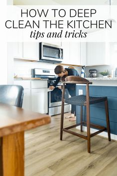 How to deep clean your kitchen the best tips!clean deep kitchen tips how to deep cleaning your kitchen Household Cleaning Tips, Deep Cleaning Tips, House Cleaning Tips, Cleaning Hacks, Kitchen Hacks, Kitchen Decor, Kitchen Gadgets, Granite Cleaner, Clean Refrigerator