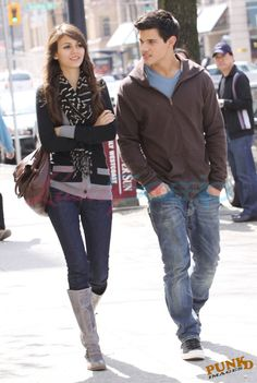Victoria Justice Outfit. And Taylor lautner is in this!