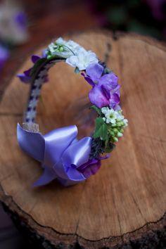 diadema con flor morada