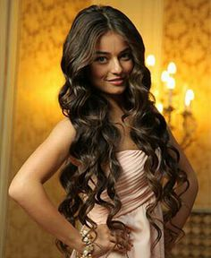 Ayca Aysin Turan Curls For Long Hair, My Hair, Hair Pictures, Hairstyles Pictures, Leyla Tanlar, Turkish Beauty, Selfie Poses, Haircut And Color, Curled Hairstyles