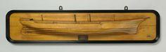 Nederlandsche Stoomboot Maatschappij Fijenoord | Halfmodel van het schroefstoomschip St. Eustatius, Nederlandsche Stoomboot Maatschappij Fijenoord, 1878 | Stapelmodel (stuurboord) van een driemast schroefstoomschip. Gesloten dek met achter een kleine bovencampanje; midscheeps zijn kooiverschansingen aangegeven. Klippersteven; elliptisch hek, schroefraam en roer met afgerond roerblad. De schoorsteen ontbreekt. De zeeg loopt op naar beide uiteinden, rondspant. Schaal 1:40 (afgeleid).