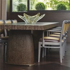 Promemoria, made in Italy: Goffredo table, project by Romeo Sozzi. Dining table, top and legs in wood with base in hammered bronze. Available with squares or lines inlaid top. #piso18casa #masaryk #promemoria #luxury #luxurylifestyle #qualitybrand #beautifullifestyle #madeinitaly #italiandesign #contemporarydesign #contemporaryinteriors #contemporary #modern #modernfurniture #moderndesign #moderninteriors #luxuryfurniture #interiordesign #luxeinteriors #interiorarchitecture #polanco…