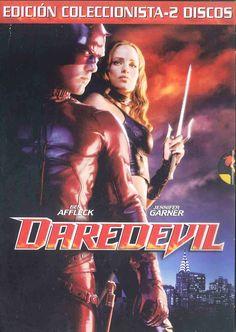 De día, Murdock es un abogado que representa a los oprimidos. De noche es Daredevil, un vigilante enmascarado que patrulla las oscuras calles de la ciudad. Búscalo en http://absys.asturias.es/cgi-abnet_Bast/abnetop?ACC=DOSEARCH&xsqf01=daredevil+affleck+garner+farrell+johnson