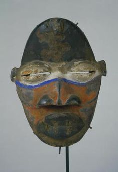 Africa, We people, Ivory Coast or Liberia | Late 19th/early 20th century. Wood, metal, quills, pigment. h. 21.6 cm.  www.scva.ac.uk