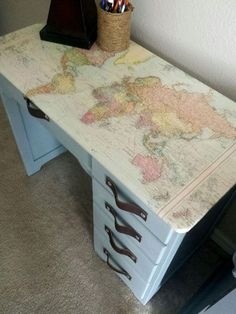 diy muebles diy decoupage world map desk, decoupage, painted furniture Decoupage Desk, Decopage Furniture, Diy Furniture Redo, Retro Furniture, Repurposed Furniture, Painted Furniture, Painted Desks, Furniture Stores, Furniture Online