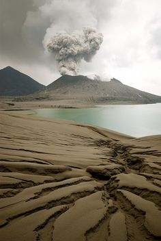 Tavurvur Volcano, Papua New Guinea פפואה ניו גיני www.papua-by-raz.co.il Lava, Nature Photography, Landscape Photography, Amazing Photography, Beautiful World, Beautiful Places, Amazing Places, Die Unglaublichen, Volcan Eruption