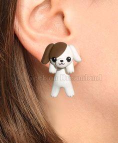 White Brown Dog Clinging Earrings por GeekonDreamland en Etsy