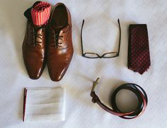 Groom's wedding day accessories wedding photos not to miss