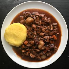 There are few things more comforting on a cold night than a bowl of mash and this delicious and simple vegan mushroom bourguignon.