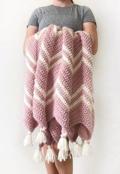 The best way to stay warm but fashionable is to get a chevron crochet blanket. A chevron crochet blanket is a timeless graphic pattern that is consist. Chevron Crochet Blanket Pattern, Chevron Baby Blankets, Crochet Ripple, Baby Blanket Crochet, Pink Blanket, Knit Crochet, Baby Chevron, Easy Crochet, Free Crochet
